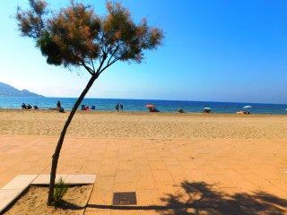 Estudio alquiler de temporada en segunda línea del mar en zona Salatar, Roses