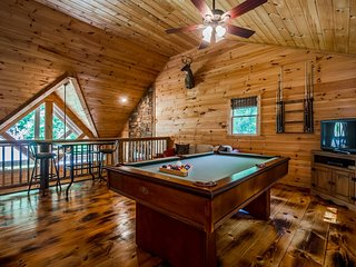 Secluded Luxury Cabin | 2BR 2.5BA | Hot Tub | Mountain View | Pool Table