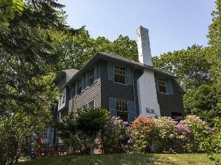 1920s 4BR w/ Vintage Charm - Minutes to Old Port & Island Ferry Trips