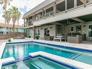 4BR Waterfront Key Allegro Home - Two Decks, Private Pool & Boat Dock
