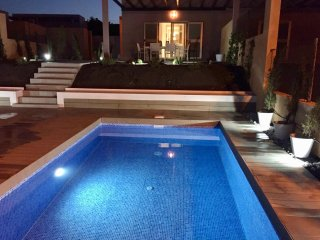 DREAMS VILLA...HEATED PRIVATE POOL, Stunning Ocean & Golf course views...Wifi.