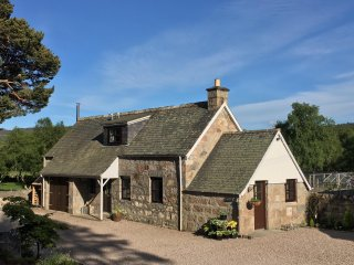 Faunoran Cottage, Crathie - near Balmoral