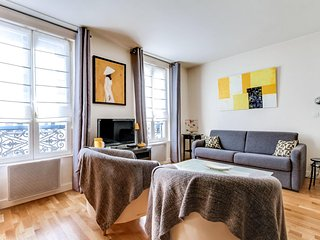 Pleasant and functional F1 - near Batignolles