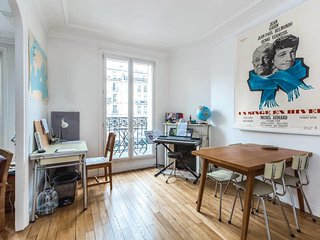 Sunny balcony Apartment Paris