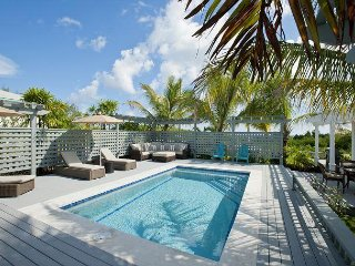 New Hilltop House With Pool Close To Town & Beach SUMMER SPECIAL 20% DISCOUNT