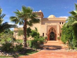 W050 - Beautiful villa with large swimming pool