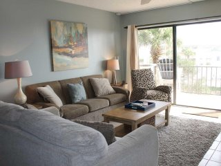 Beautiful Crescent Beach condo with ocean views & privacy at Ocean House #217