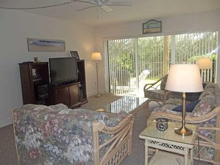 Ground floor condo with privacy & peek of the ocean - Ocean House Condo # 121