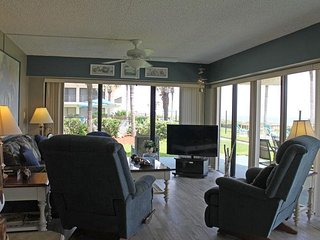 Direct Ocean front condo next to the pool - Ocean House Condo # 120