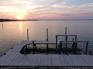 Adorable, Amazing, Cozy Cottage with Boat Dock and Lift!  Spectacular Sunsets!!!