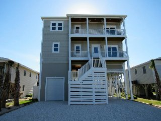 *BRAND NEW* Big Kahuna, REDUCED rates!! canal front, private pool, elevator