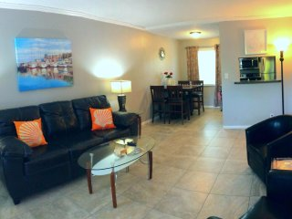 Tropical Oasis Condos #4~Victoria Park~2Br/1Bath~Walk to Las Olas/Close to Beach