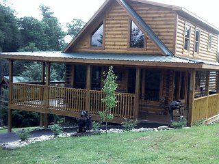 2 br new cabin with mtn views and communtiy pool