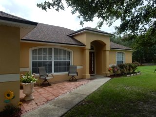 Nice House in Kissimmee Free Wi FI.   The house has 4 BEDROOMS/ Free Pool Heated