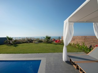 VILLA AL MARE. The sea at your feet!