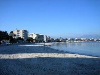 T2 RdJ  Antibes, plage de sable de la Salis 100m