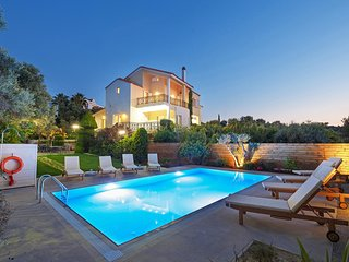 Impressive 5 bedroom villa, Private pool, 2km from Sandy Beach & Rethymno town
