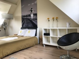Welcome to this cozy apartment located in a quiet area in Breukelen
