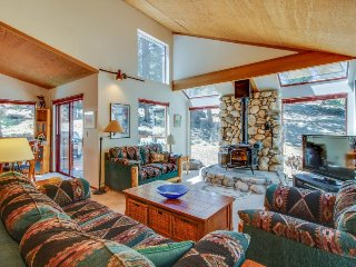 Peaceful home w/ private hot tub, shared pool - on-site golf & near slopes!