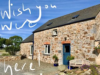 Luxury Cottage, Pembrokeshire Coast National Park. Rural, central location.