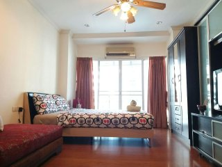 Comfy studio in Asok, City view, walk to BTS&MRT