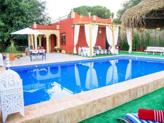 Chill out to private pool in Seville countryside, sat tv, a.a., free wifi