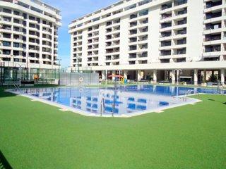 Apartamento a estrenar en la playa con vistas al mar, piscina, padel, seguridad