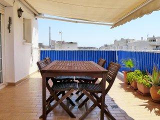 Apartamento junto a la playa en zona tranquila.