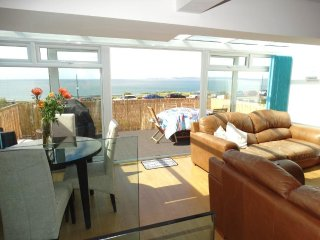 LAST MINUTE OFFERS 3 Bedroom House Sea views & Opposite Beach - HB6079
