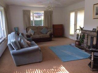 3 Bedroom Bungalow in Lilliput - Brownsea View Avenue HB6064