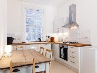 Bright, Spacious Two-Bedroom Apartment in Paddington!