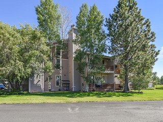 Aspen Grove offers a relaxing vacation in this cozy condo located in Pagosa