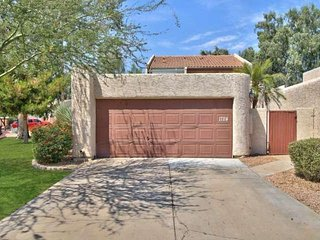 The perfect Tempe Townhome Getaway! Great Location just minutes from Chicago