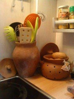 Con detalles de alfarería Canaria, hecha a mano.