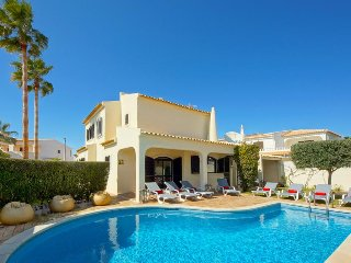 4 bedroom Villa in Galé, Faro, Portugal : ref 5334373