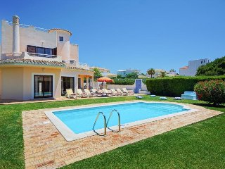 4 bedroom Villa in Galé, Faro, Portugal : ref 5334386