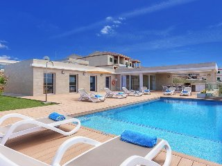 4 bedroom Villa with Air Con, WiFi and Walk to Beach & Shops - 5334752