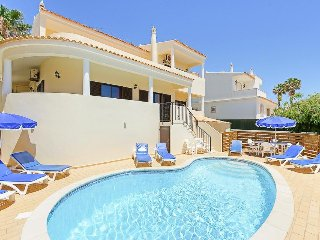 4 bedroom Villa in Galé, Faro, Portugal : ref 5334382