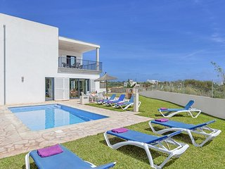 3 bedroom Villa with Air Con, WiFi and Walk to Beach & Shops - 5334572
