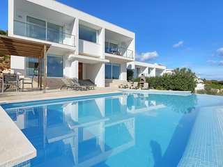 Arenal d'en Castell Villa Sleeps 8 with Pool Air Con and WiFi
