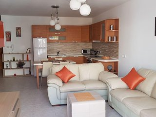 Cosy and airy apartment you can call home!