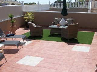 Villa Jade, Villamartin, Beautiful 2 Bedroom house  UK & German TV free WIFI