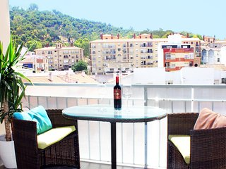 Modern apartment in the City Center, 15 min walk to the beach.