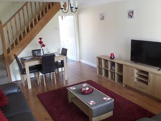 Modern  2 bedroom house in a quiet area close to Chester City Centre