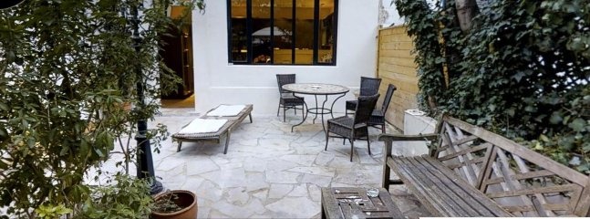 DOUBLE ROOM ON PATIO GARDEN with access to the kitchen and allows smokers to ... smoke!