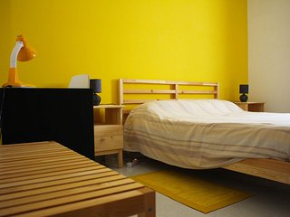 Affitto di stanza privata: Double Yellow Room