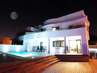 Moderna villa con piscina cerca de la playa de Cala Estancia