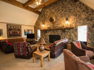 Spacious home in Red River Upper Valley. Great Winter Get-Away!
