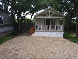 Beautiful 1 Bedroom Cottage at Treetops RV Resort