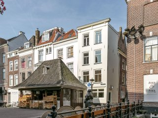 Cozy canal house in Utrecht city center